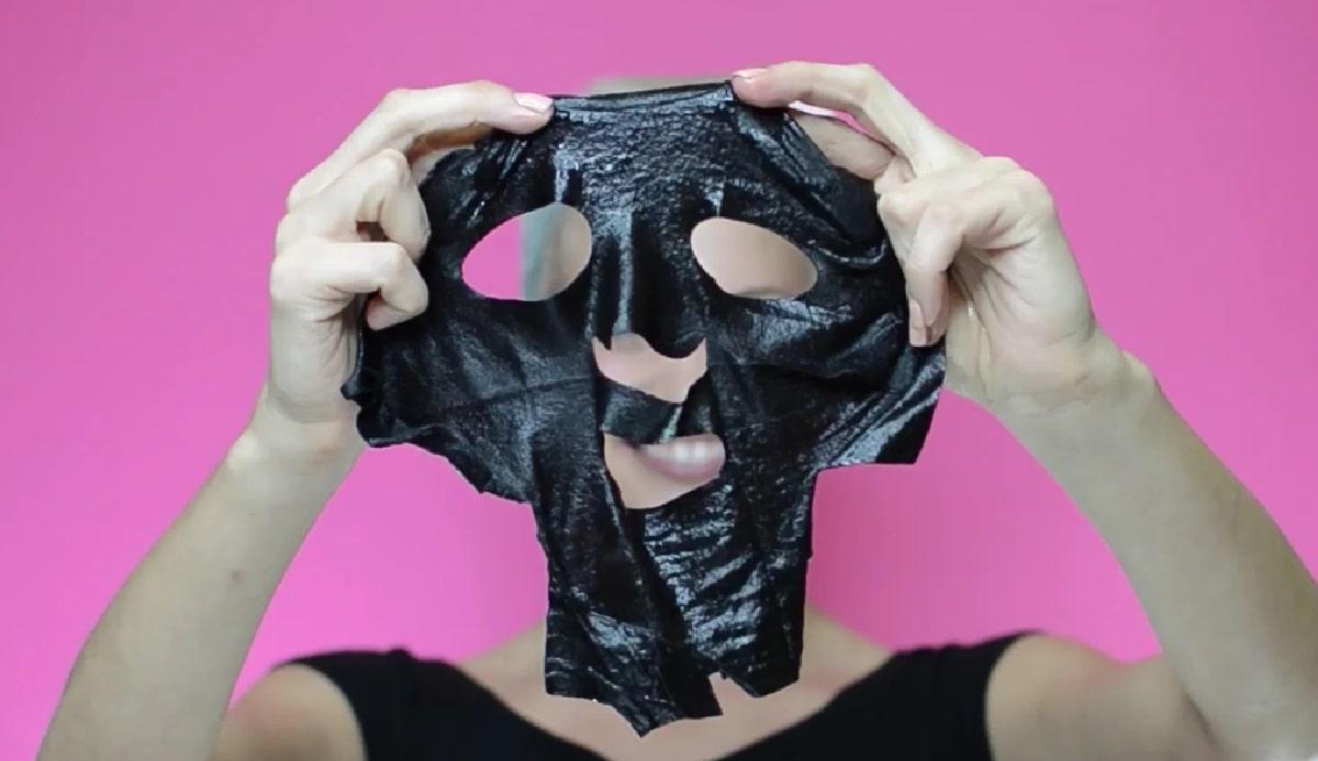 Как убрать жирный блеск и черные точки? Домашний рецепт черной маски для лица