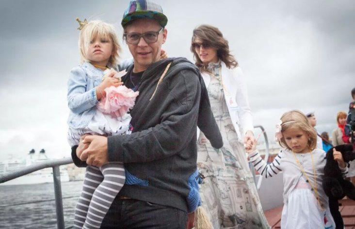 Илья Лагутенко с семьей