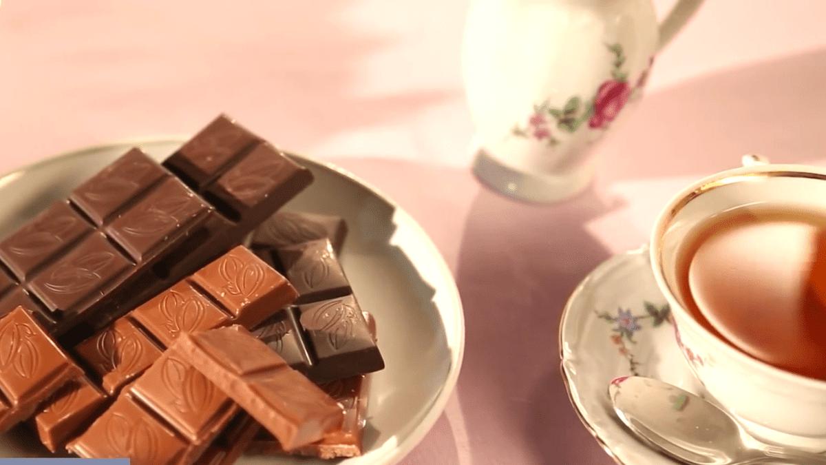 Это опасно: почему нельзя пить чай с медом, лимоном или сахаром?